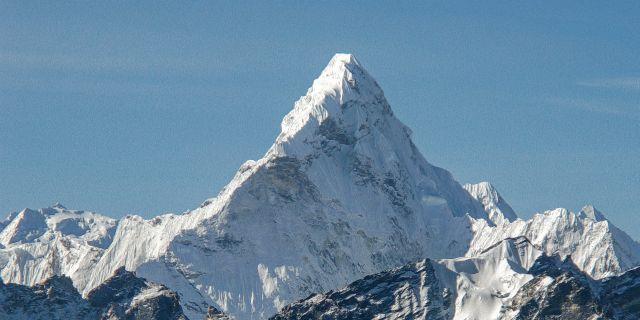 В каком году был покорен Эверест